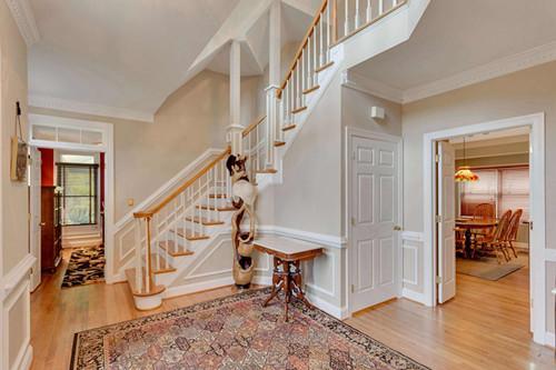 整木定制装修:家里装旋转楼梯,斜梯和伸缩楼梯哪个好?